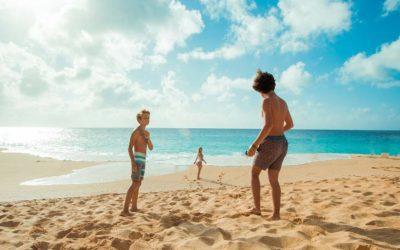 5 ideas para un día de playa con los pekes